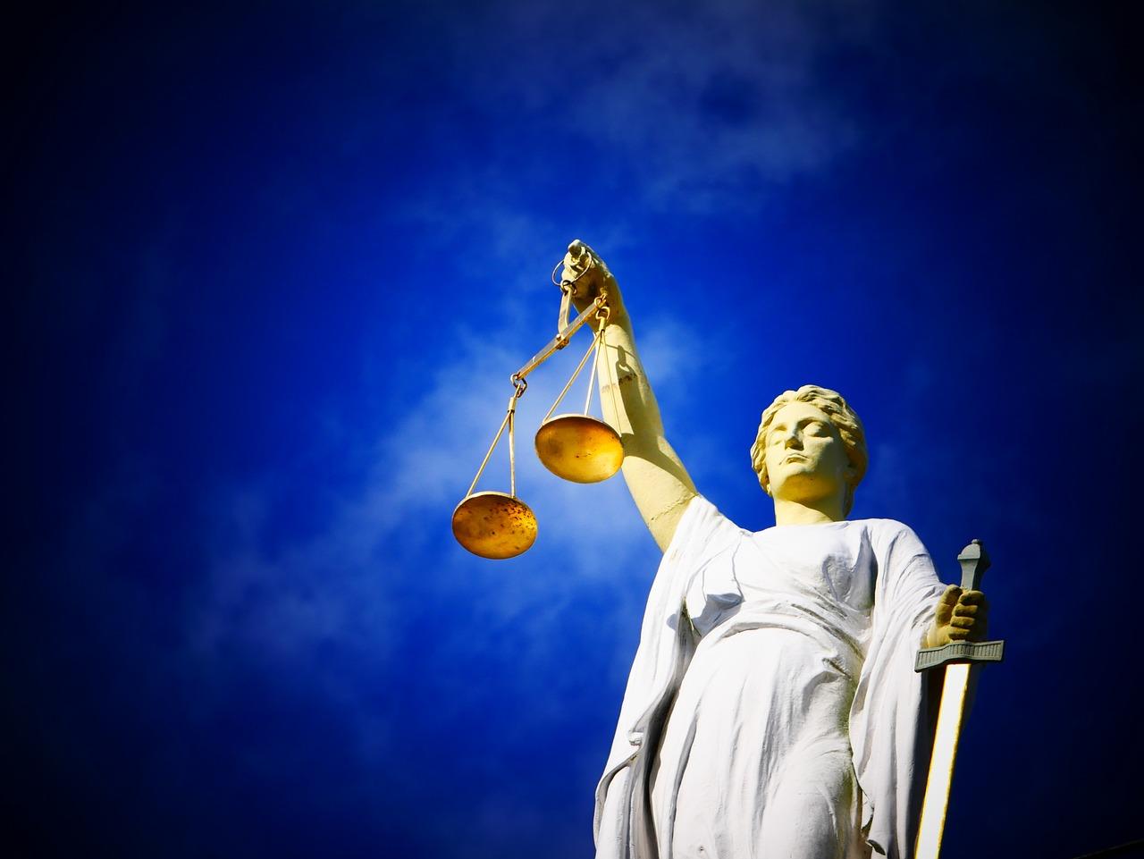 Nieznajomość prawa szkodzi – porady prawne przez internet. Gdzie najlepsze doradztwo prawne online