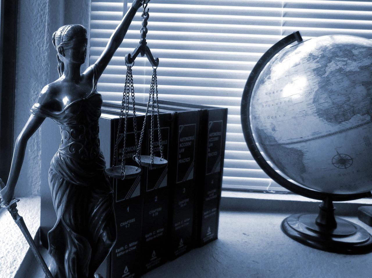 Pomoc prawna z zakresu odszkodowań – usługi prawne. Adwokat odszkodowania Warszawa